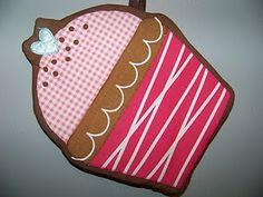 Cupcake oven mitt!