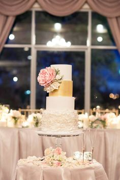 Chris and Sandra Drewsen Wedding Cake in the Queen Victoria Ballroom | Eschol Park House