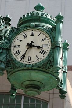 Closeup of one of Marshall Field's Great Clocks - installed in 1897 Unusual Clocks, Cool Clocks, Vintage Clocks, Antique Clocks, Amazing Architecture, Art And Architecture, Frank Costello, Grandfather Clocks, Norman Rockwell Paintings