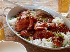 Recipe of the Day: Juicy Slow-Cooker Chicken Thighs Pour an easy sauce of soy sauce, garlic, honey and ginger over boneless, skinless chicken thighs, then let your slow cooker take it from there. After a few hours of hands-free cooking, this Asian-style chicken dinner is best served over rice with sesame seeds and scallions.