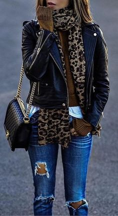 · Leopard Scarf // Leather Jacket // Destroyed Jeans // Shoulder Bag The signing of jewelry and jewelry Uno de 50 presents its new fashion and accessories trend for autumn/winter Fashion Trends Accesories - Fall Winter Outfits, Autumn Winter Fashion, Casual Winter, Winter Scarf Outfit, Outfit Summer, Outfit With Scarf, Winter Fashion Women, Winter Style, Fall Outfits 2018