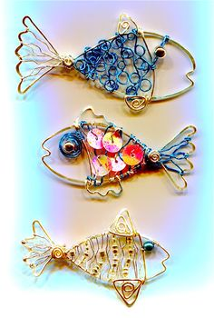 It's amazing our friend Linda Jones of WireWorkers Guild came up with fun designs of wire fishes with Wire Jewelry Tutorial - A fish tail. Wire Wrapped Jewelry, Wire Jewelry, Beaded Jewelry, Jewelery, Handmade Jewelry, Wire Necklace, Earrings Handmade, Jewelry Rings, Wire Crafts