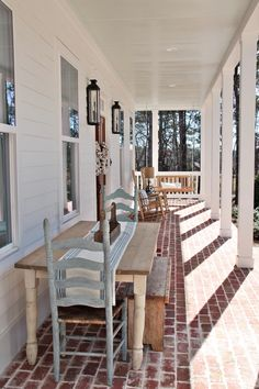 Today's Feature Friday is one I'm really excited about!  It's a feature of a newly built farmhouse in the country in North Atlanta, which belongs to a long time friend mine, Barbara, who I went to high school with.  She and I were friends during high school, but haven't really kept in touch that much, but she and I have a mutual friend in my very close friend, Vicki, and so have stayed in touch somewhat with Facebook over the last few years.  She's also an avid reader of blogs and loves…