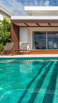 Modern Pool House, Modern Pools, Terrace Design, Patio Design, House Design, Exterior Patio Doors, Piscina Interior, Carport Designs, Backyard Pavilion