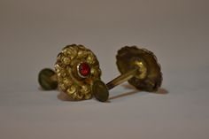 http://www.arte-orientale.com/gioielli-etnici/2240/orecchini-tamang-in-oro-con-granati/ #Tamang #garnet #earrings