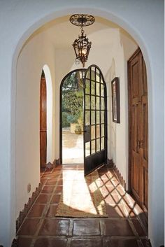 large tile entry way Dream Home Design, My Dream Home, Home Interior Design, Spanish Style Homes, Spanish House, Spanish Revival, Spanish Colonial, Ideal Home, Architecture Design