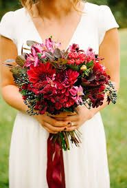 Znalezione obrazy dla zapytania czerwone kwiaty na ślub