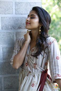 Amala Paul Tamil Actress Photos, Indian Film Actress, South Indian Actress, Indian Actresses, Most Beautiful Bollywood Actress, Beautiful Actresses, Amala Paul Hot, Bridal Boudoir Photography, Beautiful Girl Image