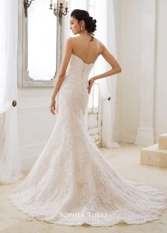 Sophia Tolli Wedding Dress Collection Spring 2018 - Belle The Magazine Classic Wedding Dress, Gorgeous Wedding Dress, Beautiful Bride, Bridal Collection, Dress Collection, Sophia Tolli, Ball Dresses, Ball Gowns, Bridal Gowns