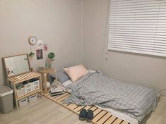If you think that simplicity is the new chic then here is a very simple yet very beautiful Minimalist Bedroom decorating idea that will make you tick. Study Room Decor, Room Ideas Bedroom, Small Room Bedroom, Bedroom Decor, Home Room Design, Aesthetic Room Decor, Minimalist Room, Cozy Room, My New Room