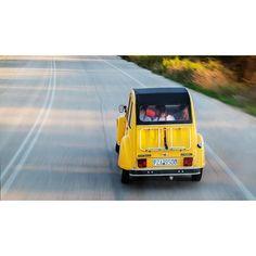Ride ! #travelczech #igerscz #colorphoto #kvalitnifotky #peakdesignnacestach #peakdesign #fujiatask #igczech @kvalitnifotky @peakdesignczsk @fujifeed #fujifeed #fujigilmcz @fujifilmcz #citroen #oldcars #traveligers #czechtravel #greece #lefkada #fujixe #yellowworld