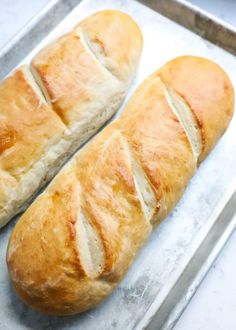 The BEST homemade french bread recipe made in 90 minutes. So easy to make and co… The BEST homemade french bread recipe made in 90 minutes. So easy to make and comes out golden and crispy on the outside, while remaining soft and chewy on the inside. Easy French Bread Recipe, French Bread Loaf, Homemade French Bread, Easy Bread, Italian Bread Recipes, French Bread Recipe Kitchenaid, Easy Homemade Bread Recipes, French Bread Bread Machine, Homemade Bread Buns
