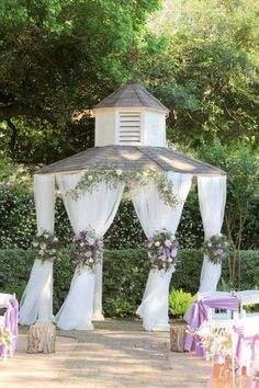 Wildflower gazebo decorations. Butlers Courtyard League City Texas.  Flowers by F. Dellit Designs