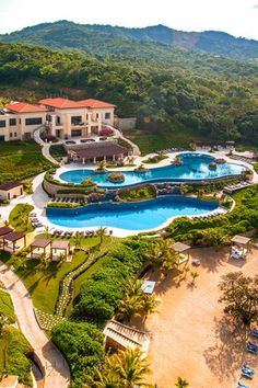 Located in Roatan (Pristine Bay), Pristine Bay Resort is close to Marbella Beach and Arch's Iguana and Marine Park. This 4-star condominium resort is within the vicinity of Parrot Tree Beach and Mahogany Beach. Pristine Bay Resort (Roatán, Honduras) - Jetsetter