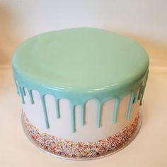 Zucchini cake with pine nuts - Clean Eating Snacks Ganache Cake, Cake Icing, Drip Cakes, Mini Cakes, Cupcake Cakes, Cupcakes, Cake Recept, Yogurt Cake, Zucchini Cake