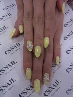 Pretty yellow//