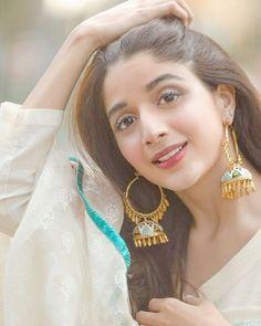 Dil na-umeed toh nahin Nakaam he toh hai Lambi hai gham ki shaam Magar shaam he toh hai - Faiz Pakistani Models, Pakistani Couture, Pakistani Girl, Pakistani Actress, Pakistani Dresses, Bollywood Actress, Cute Girl Pic, Stylish Girl Pic, Prettiest Actresses