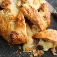 White wine soaked dried cherry brie in puff pastry Dried Cherries, Dried Fruit, Brie Puff Pastry, White Wine, French Toast, Cherry, Meat, Breakfast, Recipes