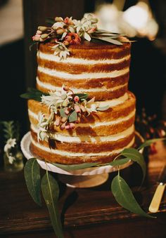 This is spot-on size ratio between tiers (more or less ignore the rest of design) Casual Wedding Reception, Rustic Wedding, Wedding Ceremony, Wedding Desserts, Wedding Cakes, Native Cafe, Plan My Wedding, Wedding Ideas, Cake Art