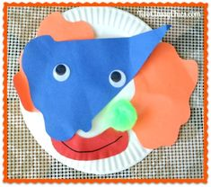 Kid's Crafts: Paper Plate Circus Clown and Popcorn Box - The Classy Chics Circus Crafts Preschool, Circus Activities, Clown Crafts, Classroom Crafts, Toddler Art Projects, Craft Projects For Kids, Toddler Crafts, Class Projects, Summer Crafts For Toddlers