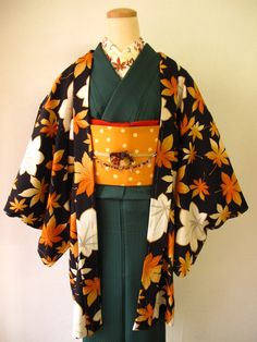 Great autumn set from Mamechiyo carries a richness that only perfect color matching can. The green of the kimono is slightly dulled (unexpected from Mamechiyo, who mostly deal in saturated solids),...