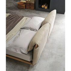 Leather double bed with upholstered headboard CUDDLE By ALIVAR design Angeletti Ruzza Design Leather Double Bed, Leather Bed, Sofa Design, Furniture Design, Cuddle Bed, Dressing Design, Diy Bett, Bedding Master Bedroom, Headboard Designs