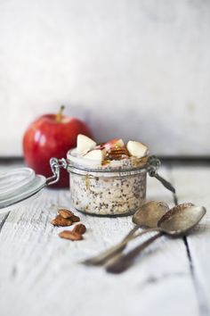 overnight oatmeal with apple & pecan nuts
