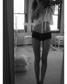 ( not me )  Moooorgen.  Ich habe so schmerzen und könnte mich dennoch so aufregen.  Ein Mädchen aus meiner Klasse hat sich heute so aufgespielt (Hass kick) Sie denkt sie wäre was besseres dabei ist sie so lächerlich und ritzt sich wegen einen Typen. Sowas finde ich erbärmlich. Richtig erbärmlich. (Und jetzt könnt ihr haten) könnte so ausflippen.  #anaismybestfriend #anorexia #anorexi #magersucht #hate #hateme #hatemyself #hatemyselfsomuch #try #trying #tryharder #trytosmile #trytobehappy…