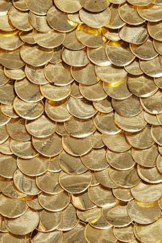 so much gold ! a beautiful gold coin texture ! Gold Everything, Gold Aesthetic, Shades Of Gold, Color Dorado, All That Glitters, Gold Coins, Textures Patterns, Organic Patterns, Color Inspiration