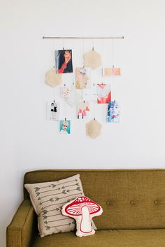 Skip the frame and save time with this artsy museum-worthy photo hanger! #decor