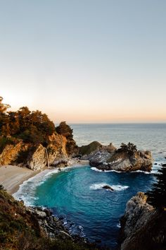 McWay Falls - an 80 ft waterfall in Julia Pfeiffer Burns State Park in Big Sur California // localadventurer.com