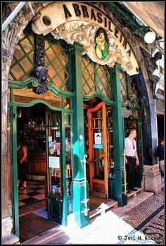 Cafe-bar célèbre Abrasileira, dans le quartier de Chiado, à Lisbonne, Espagne