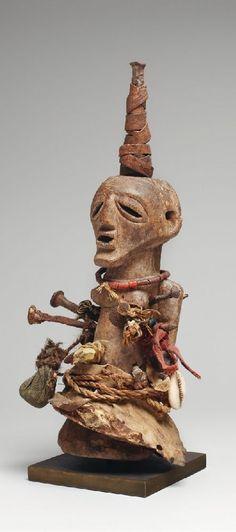Lot 109 – A small Songye power figure – Afrikanische und Ozeanische Kunst 28 Jan 2014