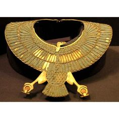 Golden collar in the form of a vulture which is grasping two ankh.Mmade with lapis-lazuli, rock crystal and gold. Egyptian Fashion, Egyptian Beauty, Egypt Jewelry, Ancient Egyptian Jewelry, Art Ancien, Egypt Art, Long Pearl Necklaces, Ancient Artifacts, Statues