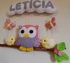 Porta de maternidade coruja no galho. Ótima opção também para decoração do quarto do bebê! Confeccionado em feltro com enchimento de fibra siliconada e estruturado com cordão encerado.