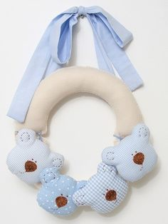 No directions, but looks pretty easy to create. Baby Crafts, Felt Crafts, Fabric Crafts, Sewing Crafts, Diy And Crafts, Sewing Projects, Baby Kranz, Couture Bb, Felt Baby