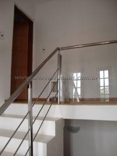 corrimãos em inox escada com guarda corpo fechado em vidro