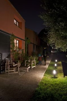 Private Villa, Osimo, Italy – Architectural project: Sardellini Marasca Architetti, Photo: Cristian Fattinnanzi #iGuzzini #Lighting #Light #Luce #Lumière #Licht #Parks #Gardens #Villa