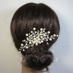Etsy の Wedding Hair Accessories Swarovski Pearls by adriajewelry