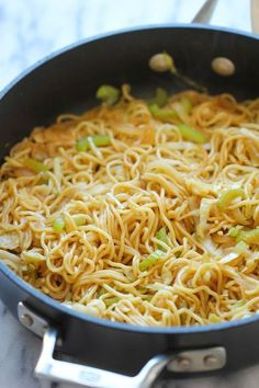 """Chow mein is the perfect side dish to any Chinese food dinner. If you need a quick, easy chow mein recipe, this Panda Express Chow Mein Copycat is just what you're looking for. Copycat Recipes, New Recipes, Dinner Recipes, Cooking Recipes, Recipies, Favorite Recipes, Healthy Cheap Recipes, Cooking Time, Yummy Recipes"