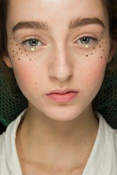 Makeup aesthetic Best-of Haute Couture Make-up Dior Beauy Star und Sternchen bei Couture Haute Couture Paris, Natural Beauty Tips, Natural Makeup, Glitter No Rosto, Pastell Make-up, Makeup Tips, Eye Makeup, Makeup Art, Makeup Tutorials