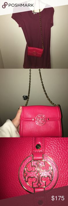Tory Burch Amanda Wallet on a Chain Such a beautiful Tory burch amanda crossbody. a gorgeous bright pink too. it magnetically snaps in the front and opens to many compartments. One of them has a zipper closure, two of them are slip ins and the other two hold cash, cards and keys. A great size. Logo is in perfect condition and so is the chain/ strap! no wear, tears or discolorings💜💜 New without tags! Tory Burch Bags Crossbody Bags