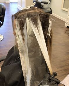 Base and Balayage Application. I applied a demi base for the new growth and combed through to smooth my section. Immediately after I painted with a medium @framar brush and @kenraprofessional Simply Blonde Lightener. When creating your V patterns hold your section firm so you can create your lines. You may have the option to saturate or just ice the ends. After pic to follow... Happy Hair Painting ‍ @hellobalayage
