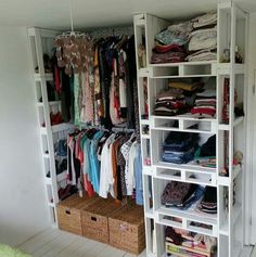 Such a cute closet! Pallets used for an organized closet, with shelves & storage space.