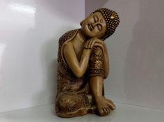 Buda em gesso trabalhado, pintado à mão. www.elo7.com.br/decorachados