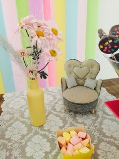 #decoraçao #infantil #painel #mesadobolo #mesa #bolofake #maquiagem #bolo #fake #cake #child #girl #diy #decoration #birthday #balloons #princess #pink #green #yellow #color