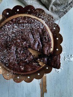 Kahden raaka-aineen suklaakakku