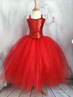 Robe tutu de Noël, robe de princesse en tulle rouge, 1 /10 ans : cadeau de Noël, cadeau d' anniversaire, robe de gala enfant, St Sylvestre de la boutique TutusDeReves sur Etsy Tutu En Tulle, Tulle Dress, Gala Dresses, Event Dresses, 10 Year Old Christmas Gifts, Christmas Tutu Dress, Christmas Outfits, Grey Evening Dresses, Robes Tutu
