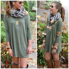 tee shirt piko olive dress fall fashion shirt grün schal bunt stiefel braun taupe