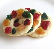 """Venecky z Varenych Zloutku - """"Karlsbad Ring Cookies"""" are a Christmas speciality from Czech, that are often decorated in contrasting coloured candied fruits. Xmas Cookies, No Bake Cookies, Cupcake Cookies, Baking Cookies, Cupcakes, Christmas Sweets, Christmas Baking, Christmas Time, Italian Christmas"""